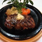 牛フィレ肉のステーキ オニオンソース添え   ¥3,000