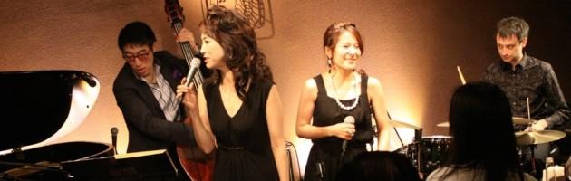 多くの男性客が楽しんだ2人のタイプの違う女性歌手
