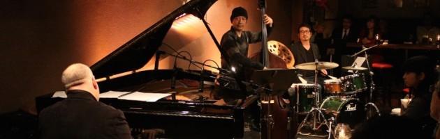 深いグルーブと厚いサウンドの上質なピアノトリオ