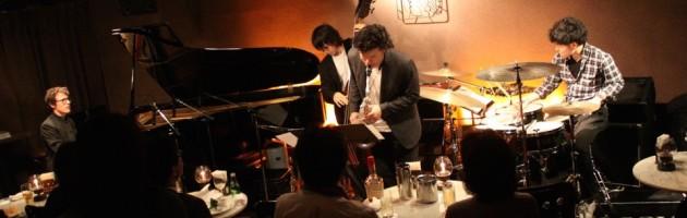 欧州出身のピアニストらしい音楽世界を展開