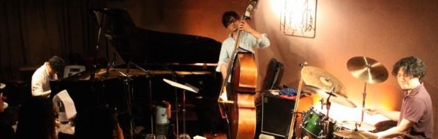 メリハリの効いたカッコいいトリオ ジャズ サウンド