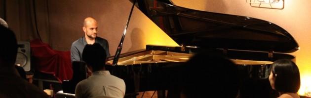 緊張感溢れる独自のピアノ世界に浸った夜