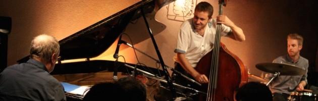 ピアノのタッチが美しい極上のトリオサウンドを堪能