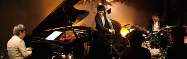 ピアノタッチが美しい意欲的な若者トリオ