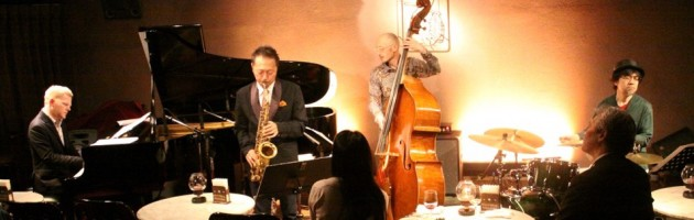演奏者同士の音の会話がライブらしいジャズ