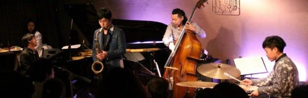 満々席の大賑わいの中 説得力ある素晴らしいジャズ