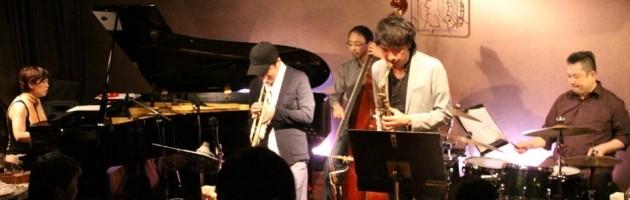弾き姿だけでも元気をもらえる楽しいジャズ