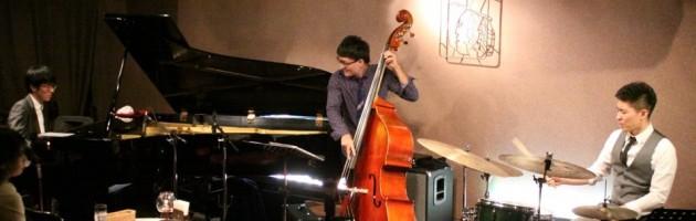 繊細で綺麗なタッチ 端正なジャズ・ピアノトリオ・サウンド
