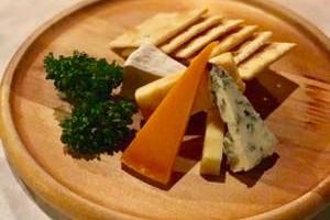 各種チーズ盛り合わせ