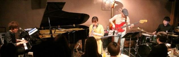 若者らしい多彩で幅広いジャンルの弾き語り演奏