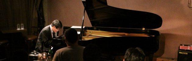 ピアノの芯の音をシャワーのように浴びた夜