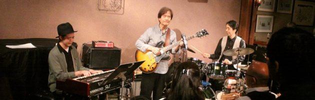 外国人の団体さんも熱心に聴いておられたナチュラルなギターサウンド